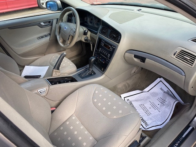 Volvo V70 WAGON 4-DR 2005 price $4,999