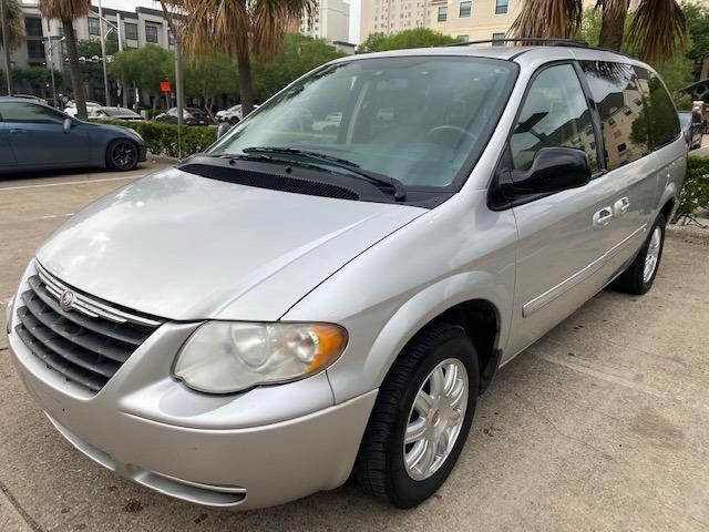 Chrysler Town & Country LWB 2007 price $5,000