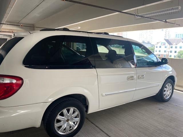 Chrysler Town & Country LWB 2006 price $5,999