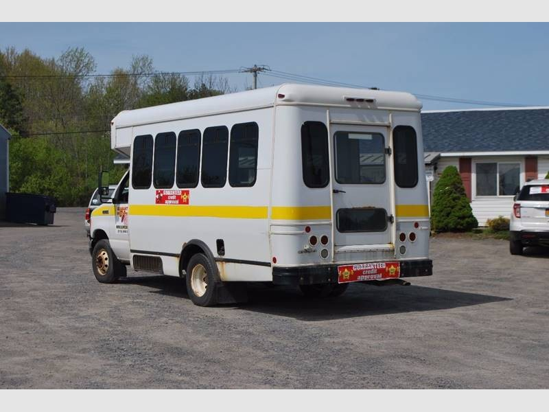 Ford BUS 2006 price $8,999