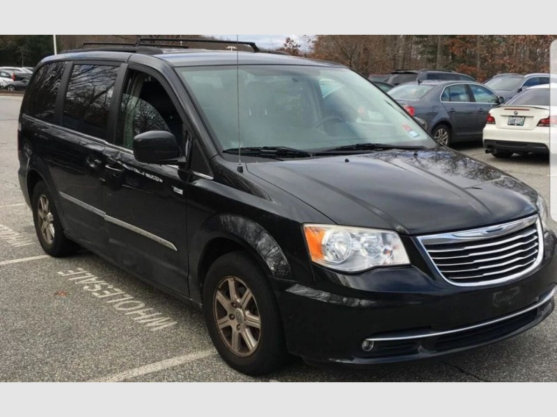 Chrysler Town and Country 2012 price $10,795