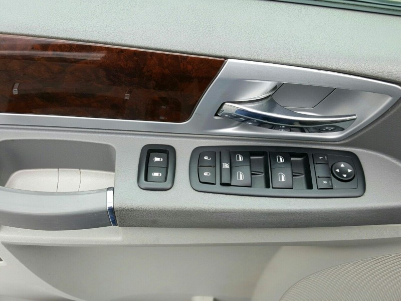 Chrysler Town and Country 2009 price $7,995