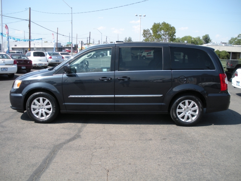Chrysler Town & Country 2013 price $9,999