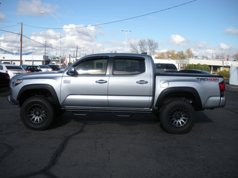Toyota Tacoma 2018 price $38,999