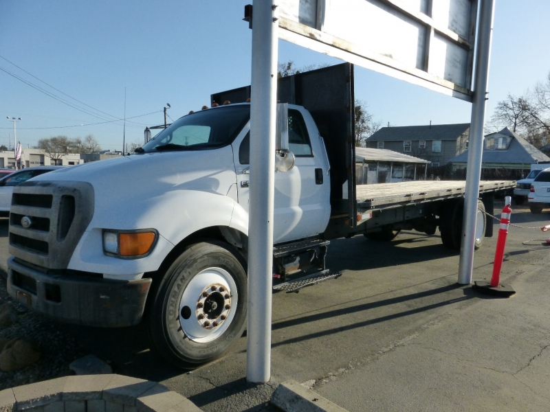 Ford Super Duty F-650 Straight Frame 2004 price $6,999