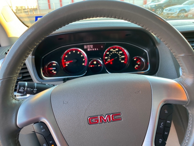 GMC ACADIA 2015 price $17,975