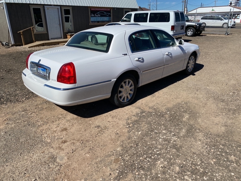 LINCOLN TOWN CAR 2009 price $7,275