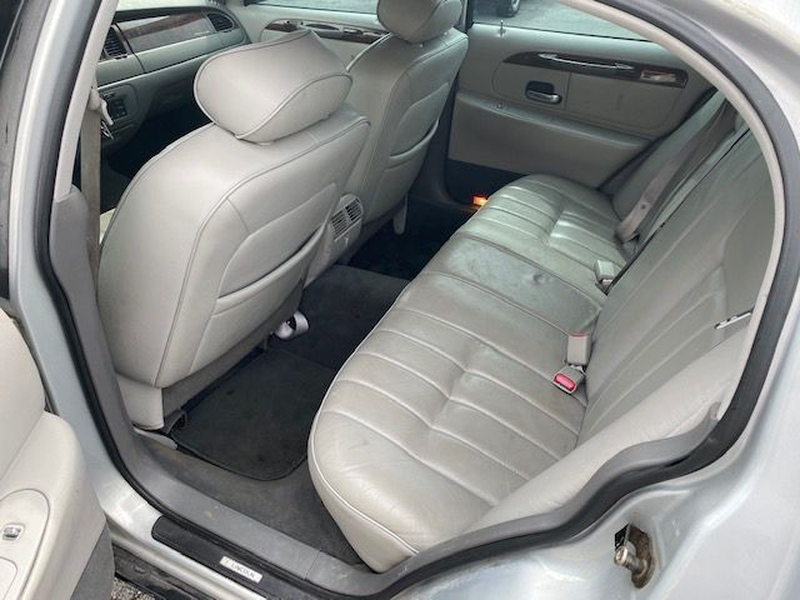 LINCOLN TOWN CAR 1998 price $3,400