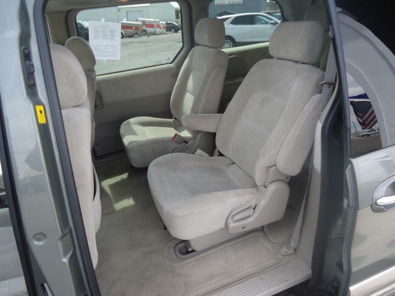 Kia Sedona 2005 price $3,995