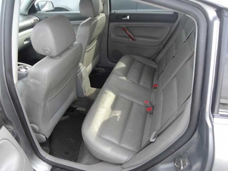 Volkswagen Passat 2003 price $3,995