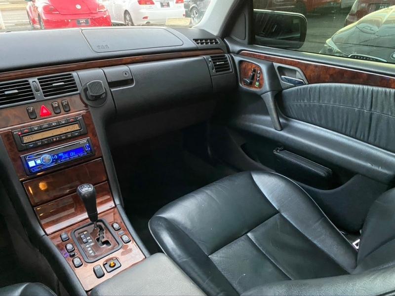Mercedes-Benz E Class 1999 price $2,000
