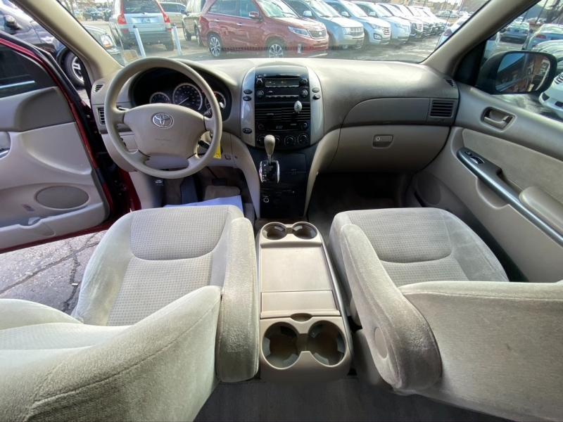 Toyota Sienna 2007 price $5,995 Cash