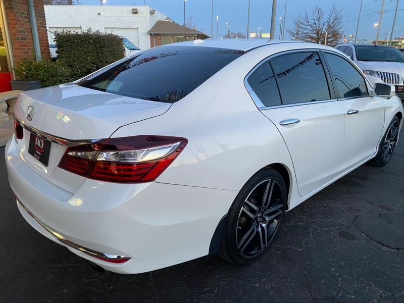 Honda Accord 2017 price $18,995 Cash