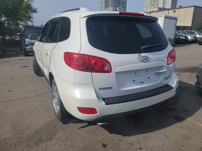 Hyundai Santa Fe 2009 price $3,999