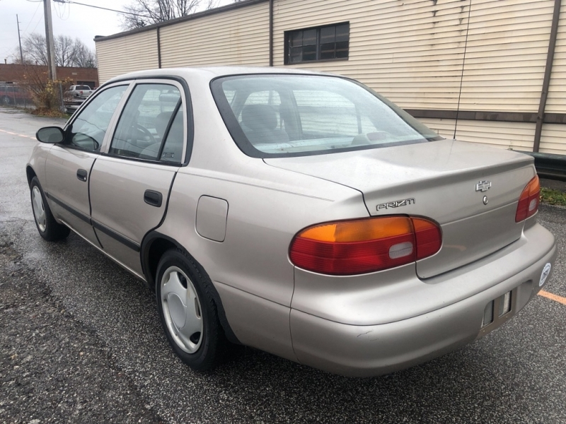 CHEVROLET GEO PRIZM 2002 price $2,900