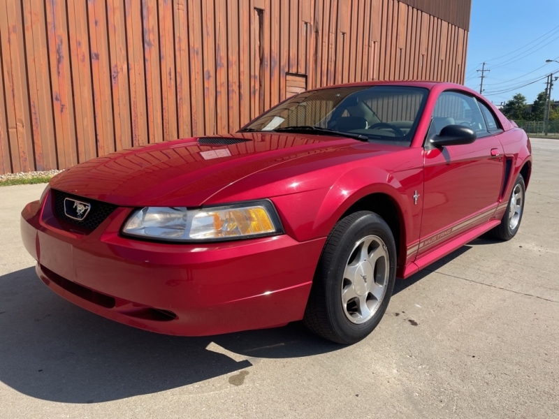 FORD MUSTANG 2000 price $5,900