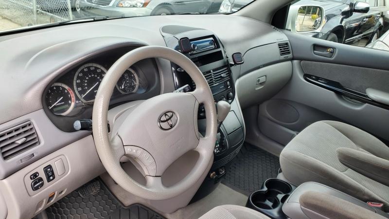 Toyota Sienna 2004 price $4,950
