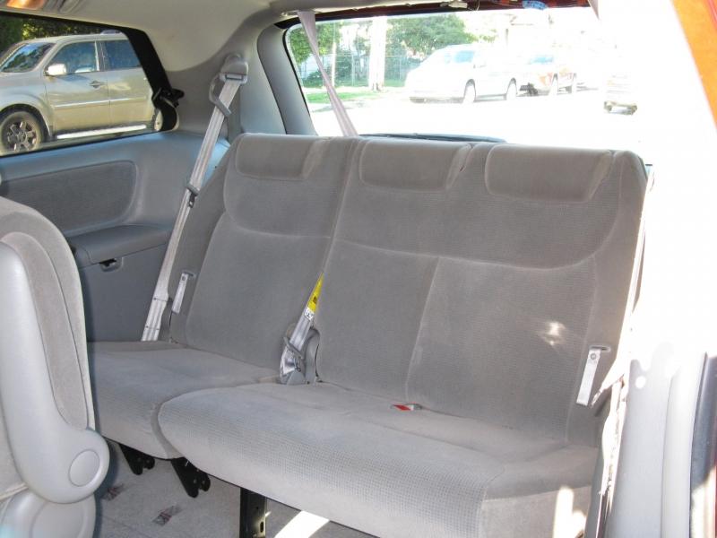 Toyota Sienna 2004 price $7,950