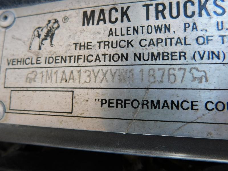 Mack Maxicruise 2000 price $11,900