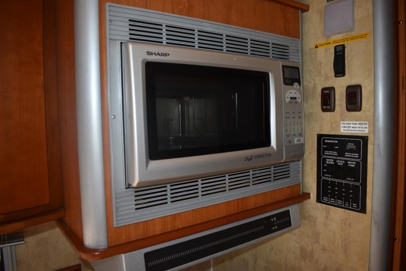 Itasca Navion 2006 price $32,000
