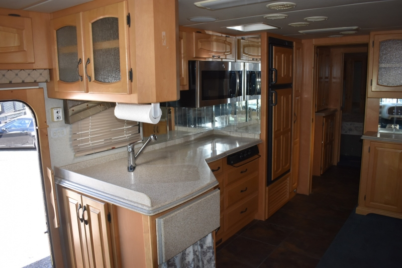 Newmar MOUNTAIN AIRE 2004 price $36,000
