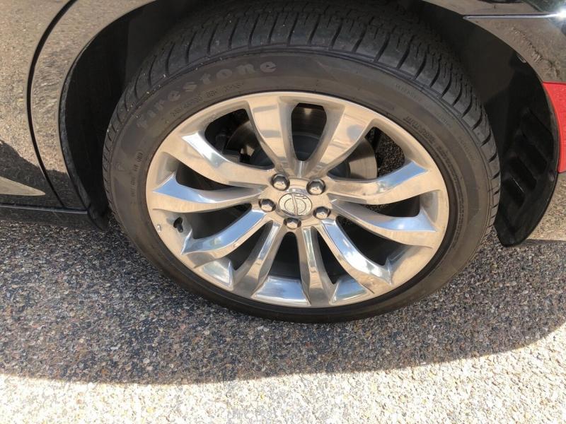 Chrysler 300 2019 price $25,995