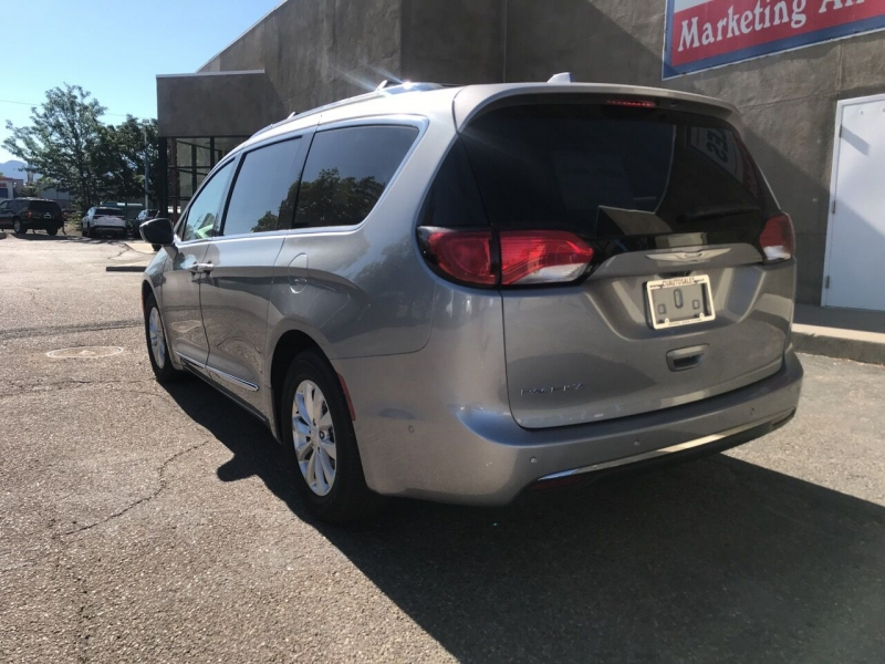 Chrysler Pacifica 2019 price $28,995