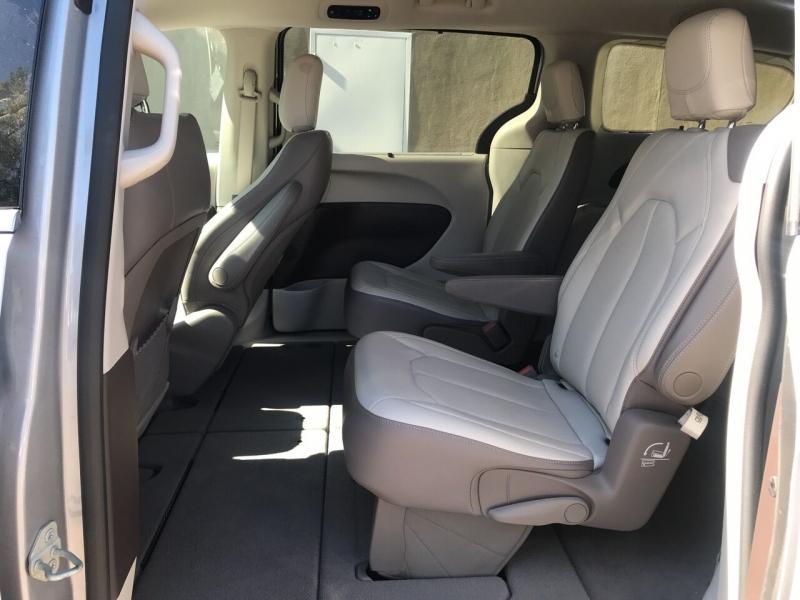 Chrysler Pacifica 2019 price $27,495