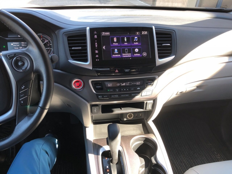 Honda Pilot 2018 price $31,995