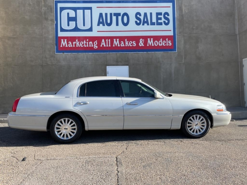 Lincoln Town Car 2004 price $12,995