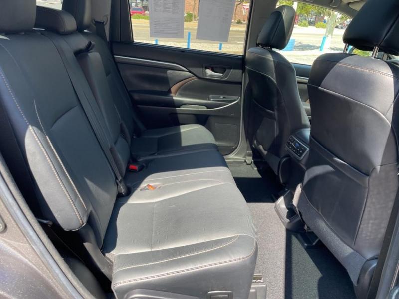 Toyota Highlander 2018 price $38,995