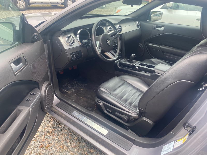 Ford Mustang 2006 price $10,950