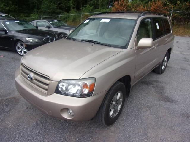 Toyota Highlander 2005 price $8,975