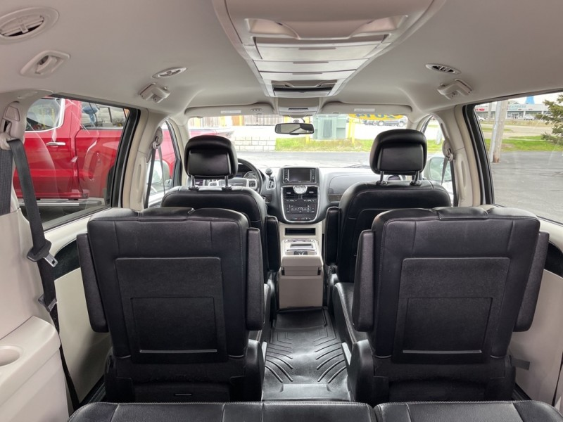 CHRYSLER TOWN & COUNTRY 2014 price $15,495