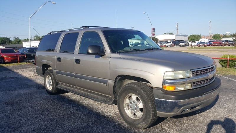 Chevrolet Suburban 2002 price $3,995