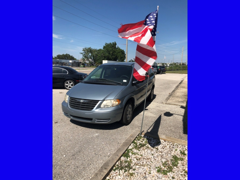 Chrysler Town & Country 2006 price $2,450
