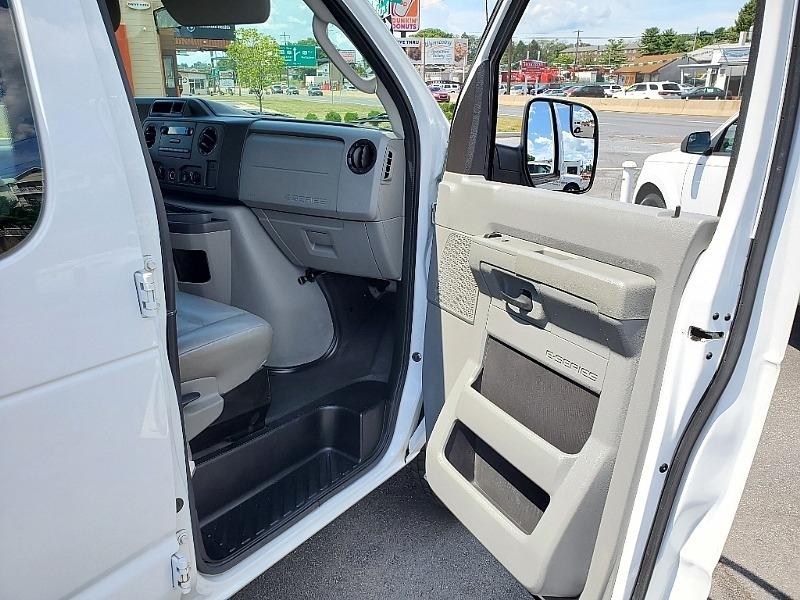 Ford Econoline Wagon 2011 price $14,900