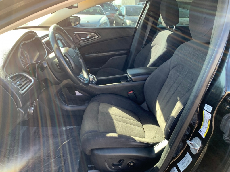 Chrysler 200 2015 price $6,991
