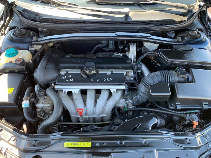 Volvo V70 2003 price $3,499
