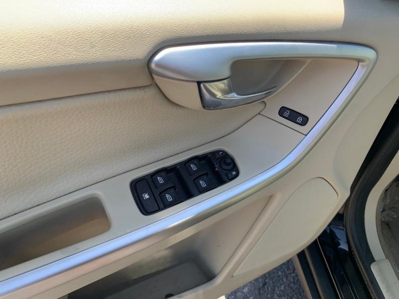 Volvo XC60 2010 price $8,891