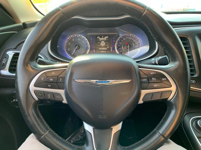 Chrysler 200 2016 price $10,391