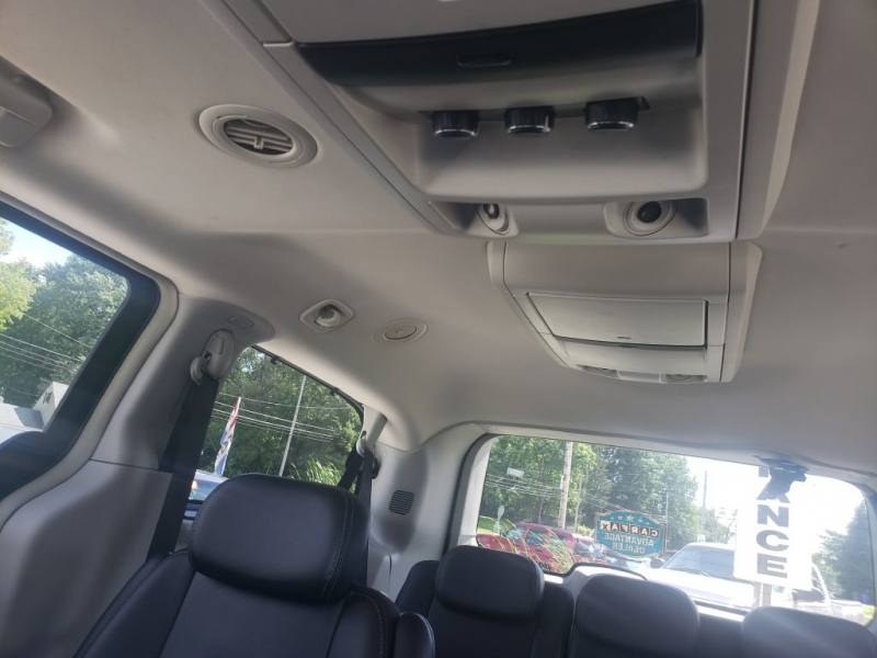 Chrysler Town & Country 2009 price $7,990