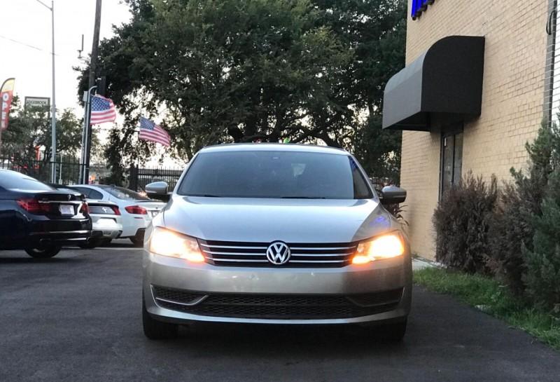 Volkswagen Passat 2014 price $1