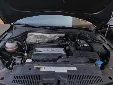 Volkswagen Tiguan 2017 price $12,995