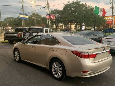 Lexus ES 300h 2013 price $9,995
