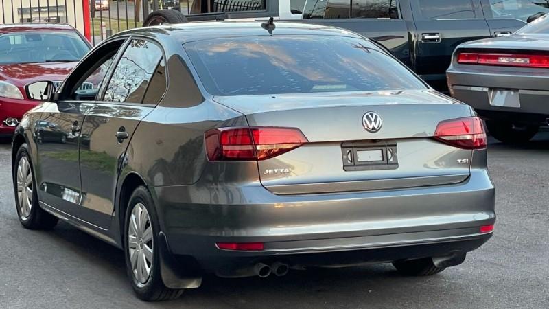 Volkswagen Jetta 2016 price $6,995