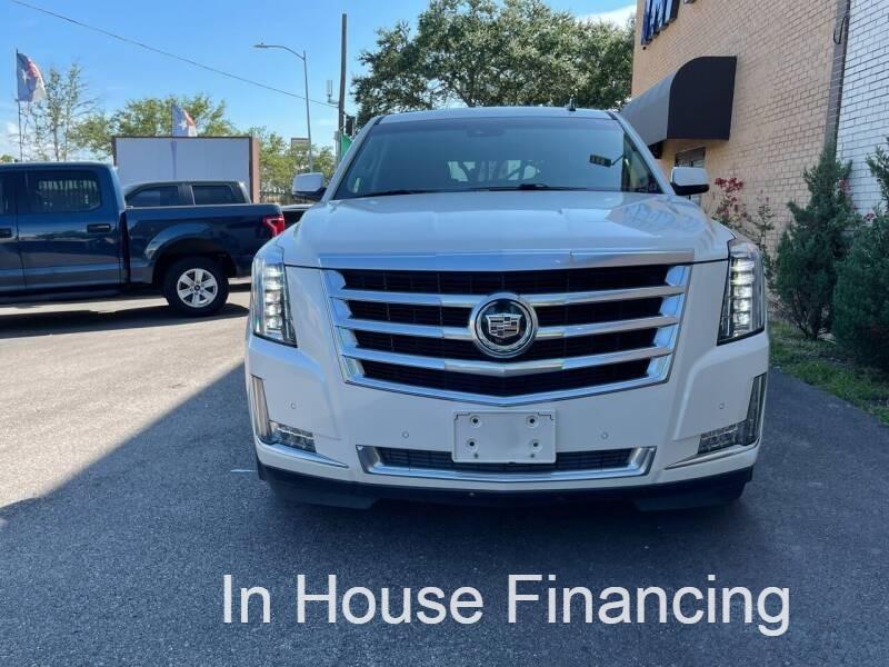Cadillac Escalade 2015 price $34,995