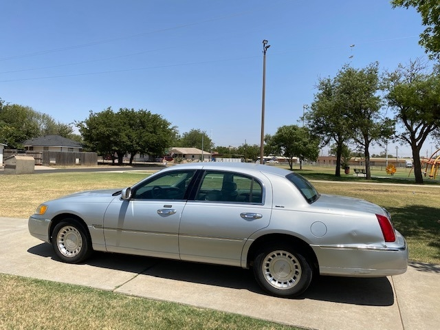 Lincoln TOWN CAR 2000 price $500 Down