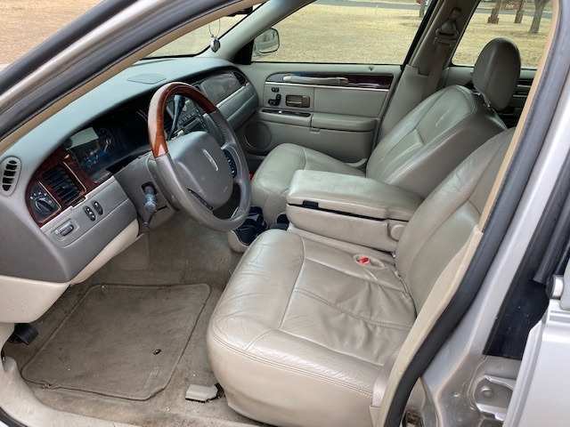 Lincoln TOWN CAR 2009 price $1,500 Down