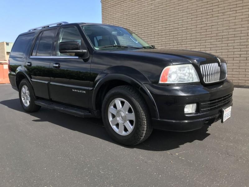 Lincoln Navigator 2005 price $3,500